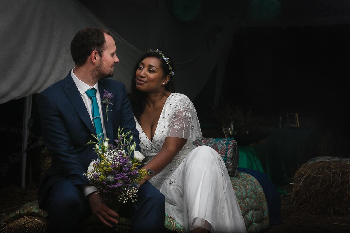 Portrait de couple au domaine de marchais bouchet par Jérémy FIori photographe de mariage