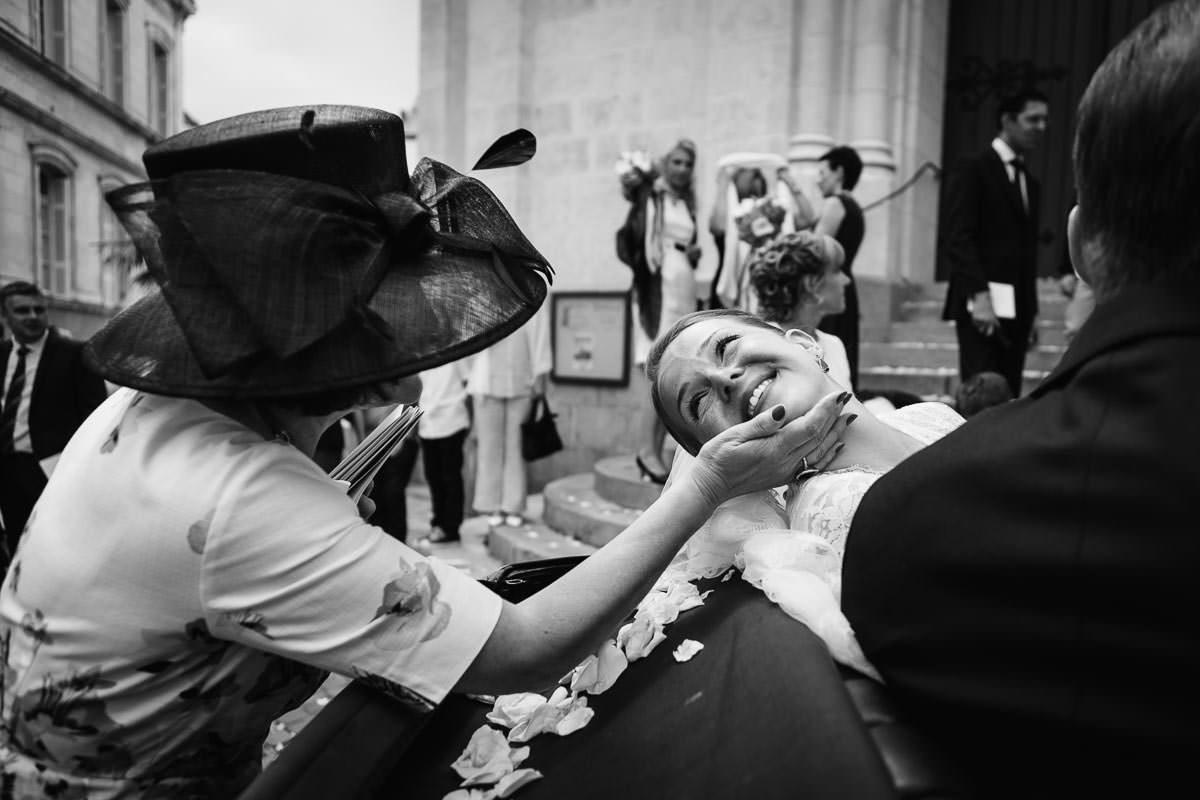 mariée geste tendre émotion famille maternelle jeremy fiori wedding photographer