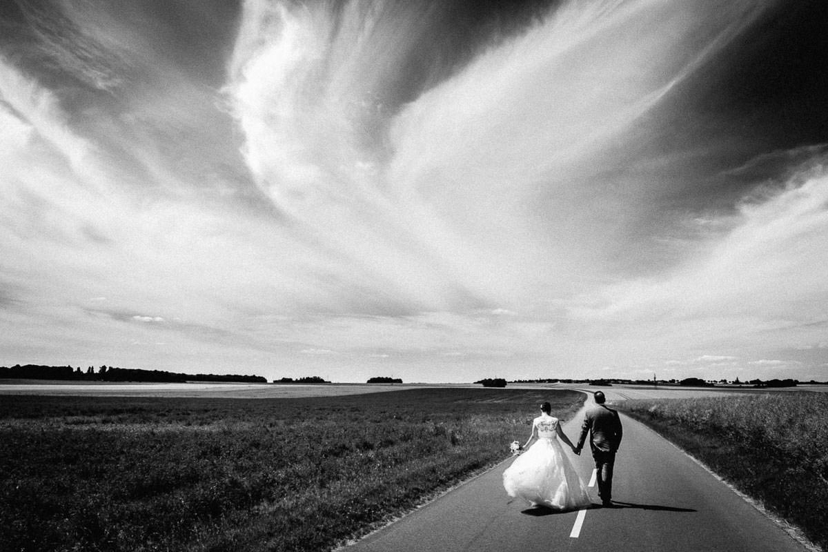 Portrait couple campagne champ photographie mariage wedding picture Jérémy Fiori