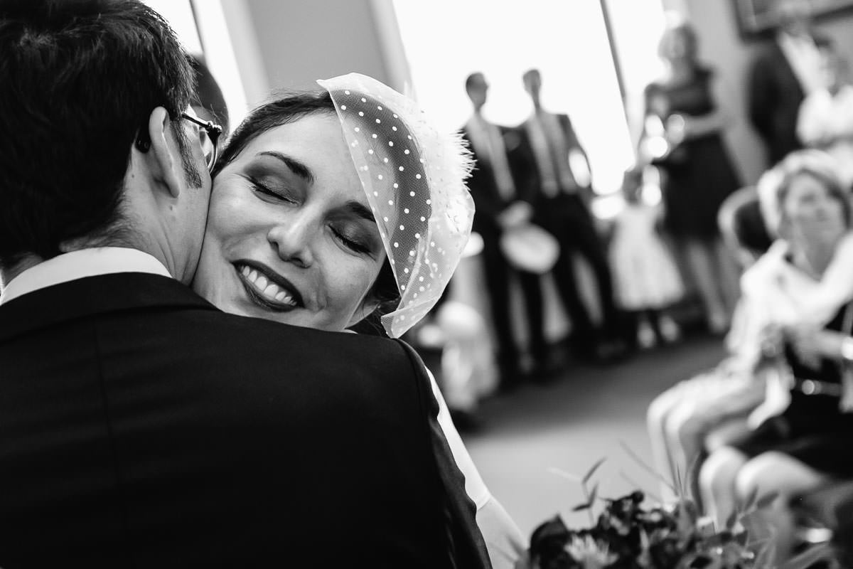Angers' townhall wedding love tenderness Jeremy Fiori photo