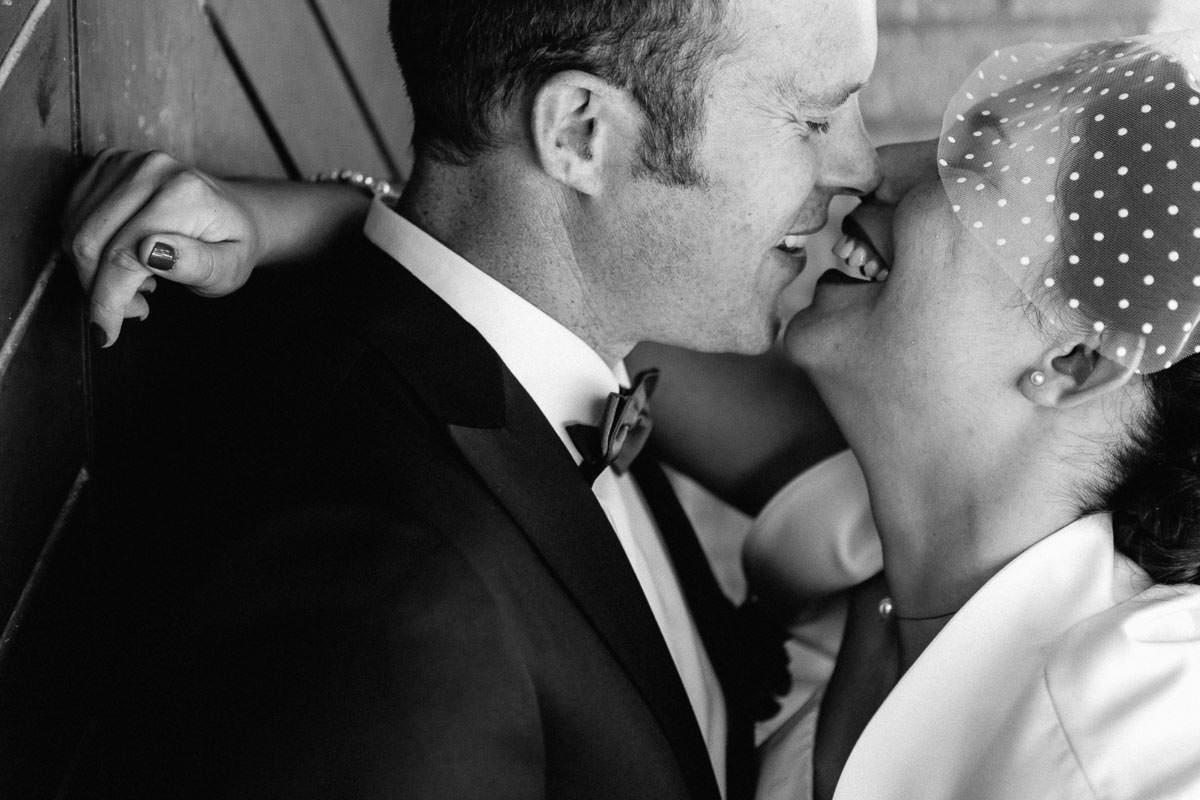 Complicité couple mariage mariés voile amour tendresse Jérémy Fiori Photographe à Angers