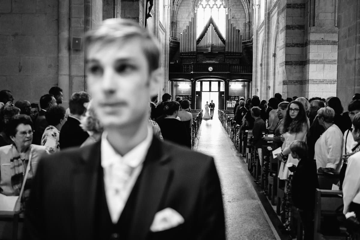cérémonie religueuse entrée de la mariée robe blanche église saint serge émotion passion Jérémy Fiori