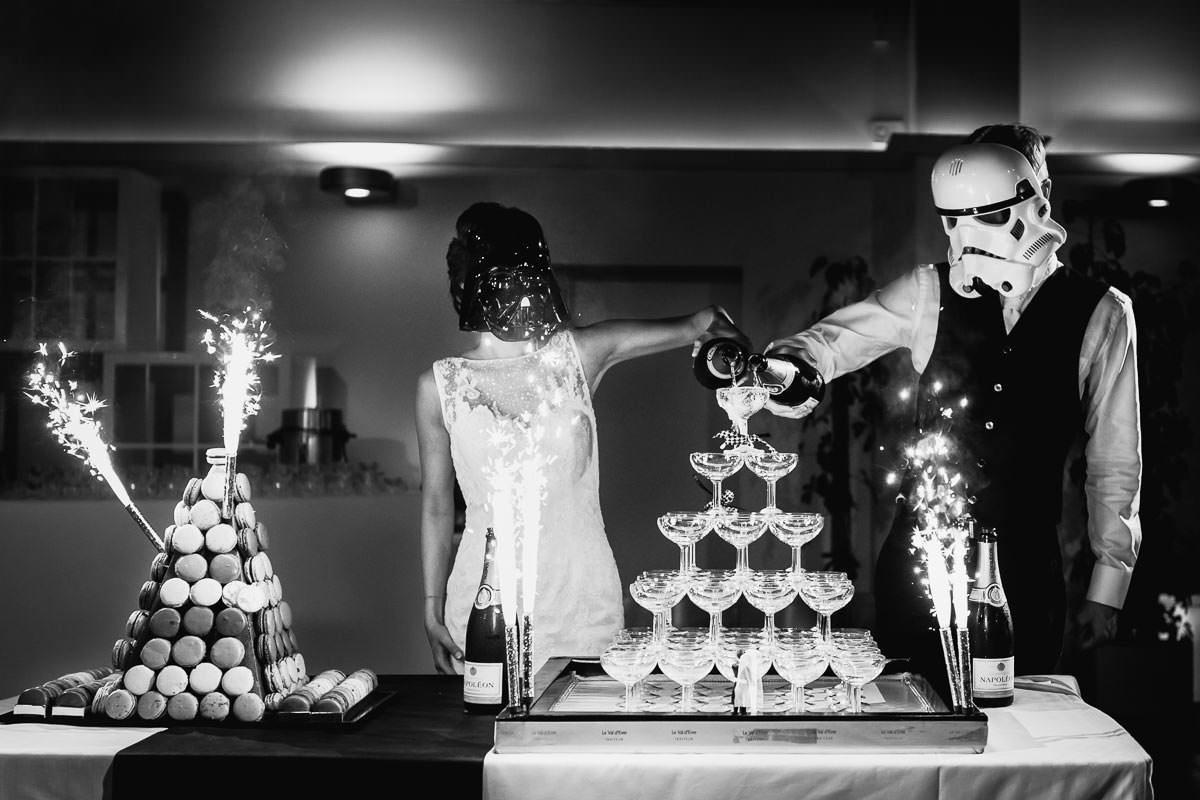 wedding cake mariage pièce montée macarons Jérémy Fiori photographe de mariage domaine de chatillon