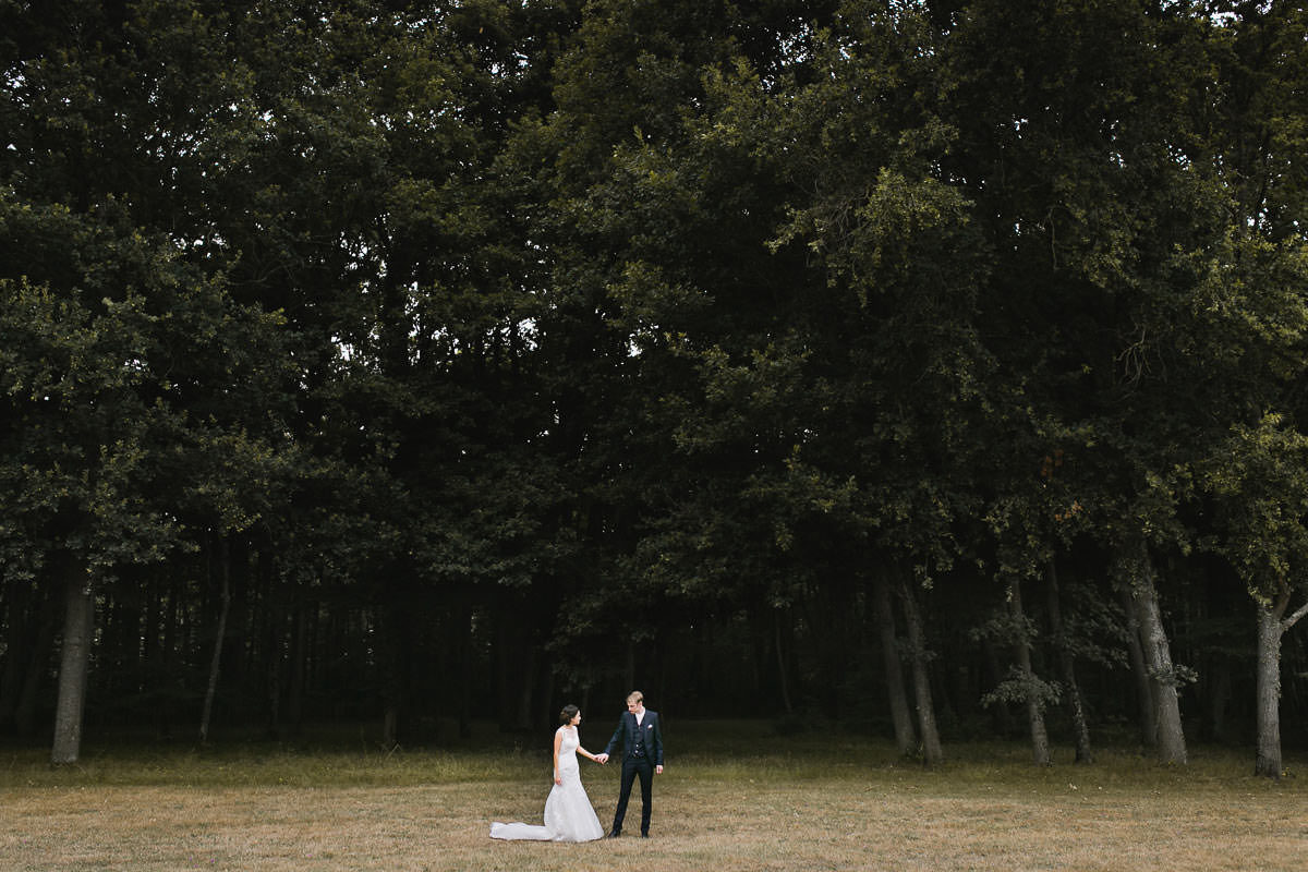 Portrait couple mariage mariés domaine de pignerolle Jérémy Fiori Photographe de mariage à Angers