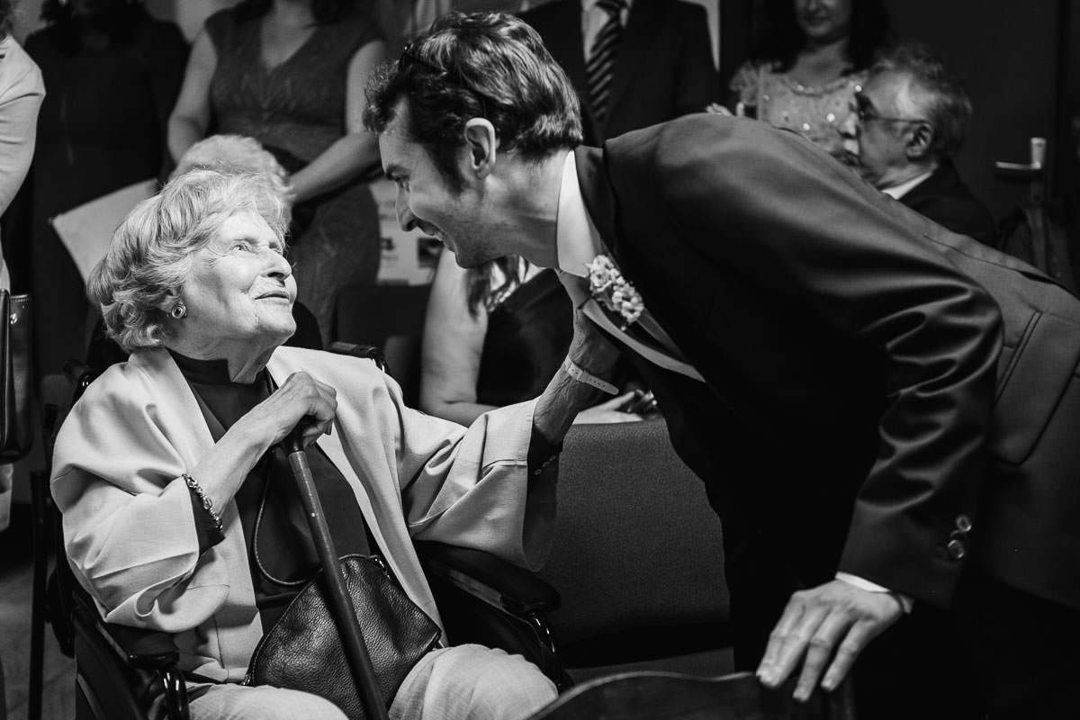Kind regard between the groom and his grand-mother at Brillac-Sarzeau's townhall for his wedding. Photo by Jeremy Fiori french wedding photographer