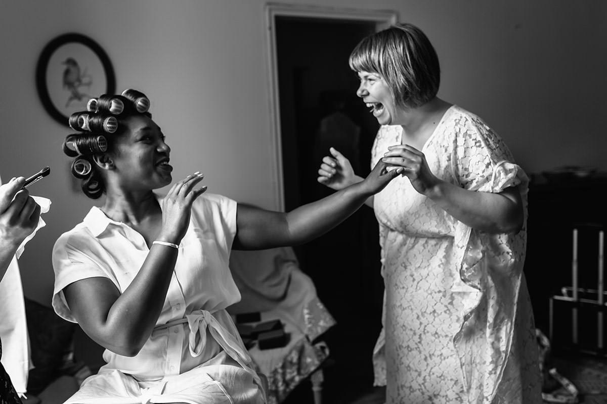 La mariée et ses amies - © Jeremy Fiori