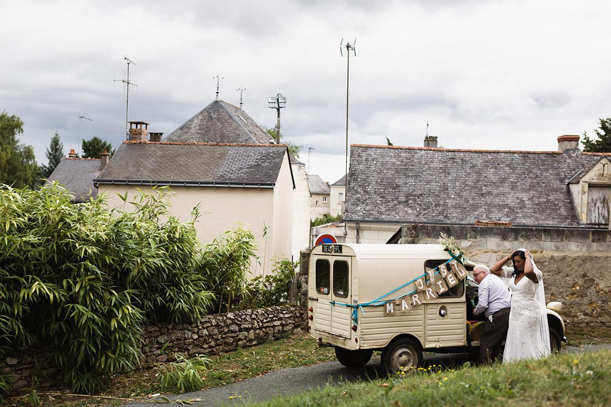 Arrivée de la mariée à l'église de Gennes - © Jeremy Fiori