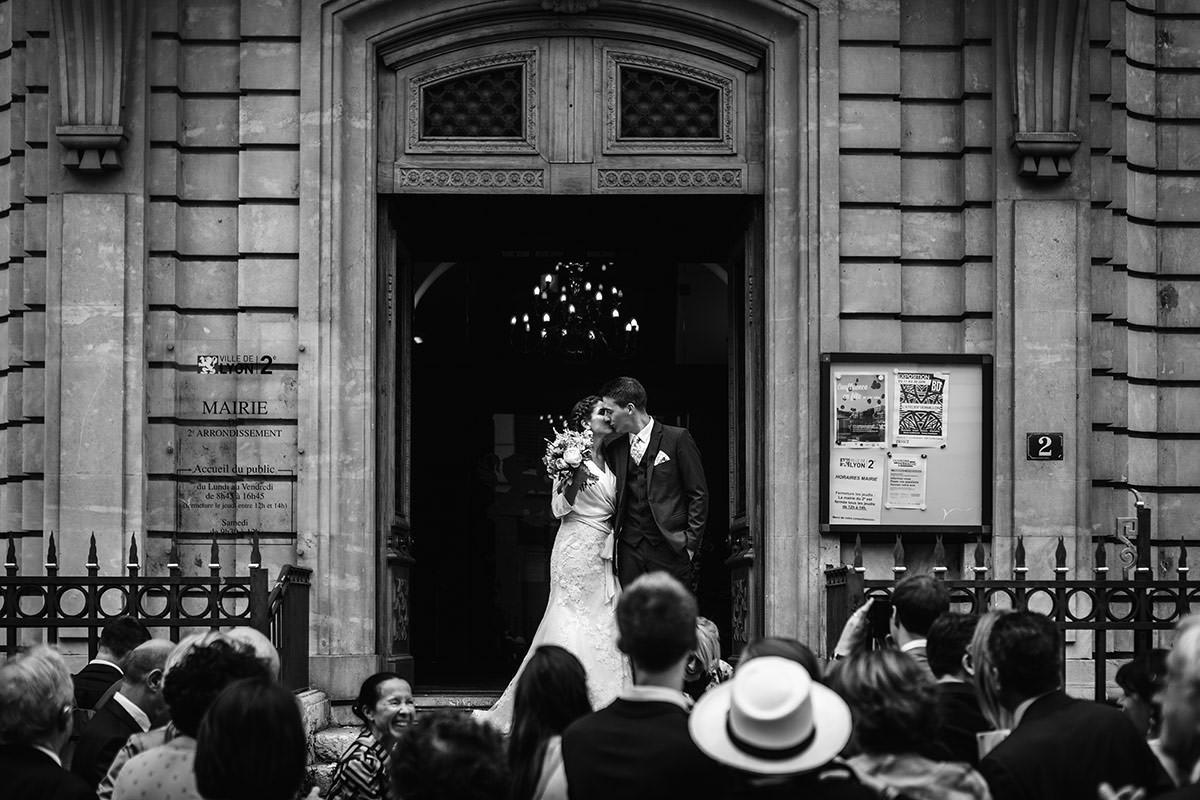 Sortie mariage mairie Lyon 2 © Jérémy Fiori photographe angers