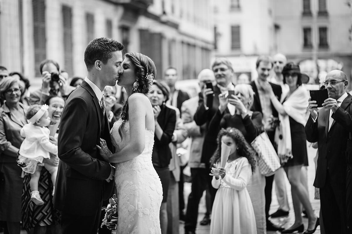 Mariage Sortie de la Paroisse Catholique Saint Martin d'Ainay © Jérémy Fiori photographe angers