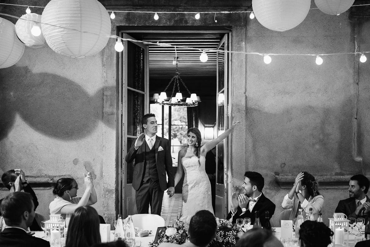 Entrée des mariés au château de chassagny © Jérémy Fiori photographe angers