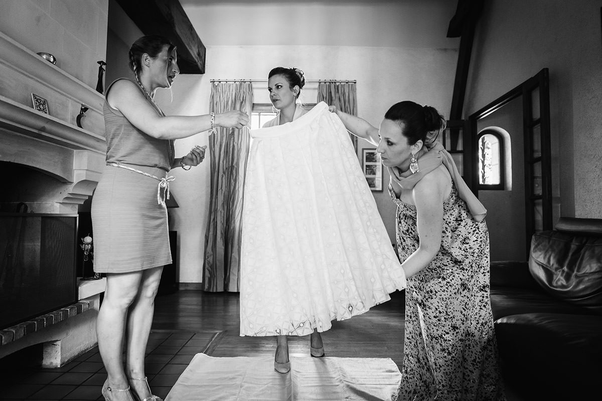 Habillage mariée © Jérémy Fiori photographe de mariage a angers