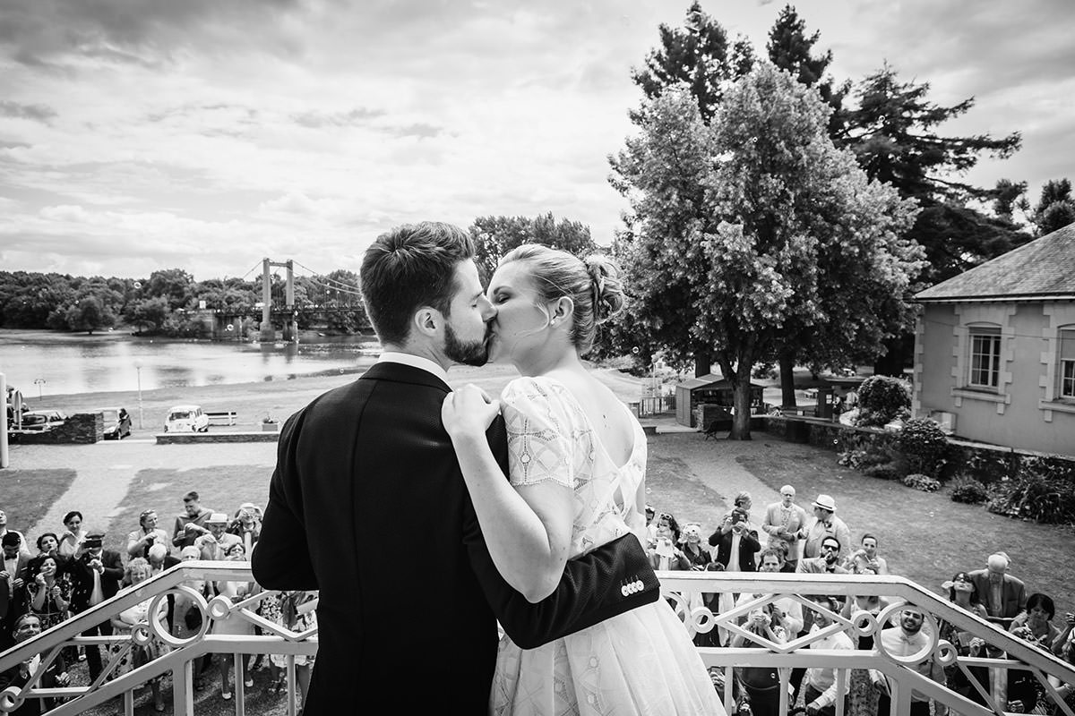 Sortie mairie © Jérémy Fiori photographe de mariage a angers