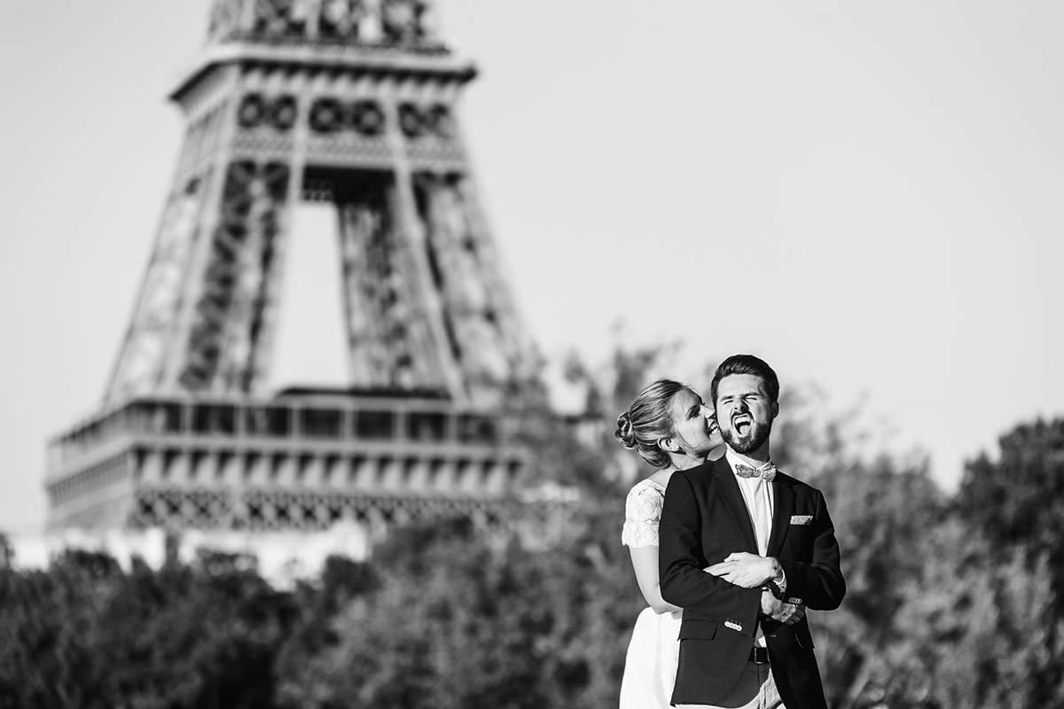 Mariés tour Eiffel © Jérémy Fiori photographe de mariage Paris
