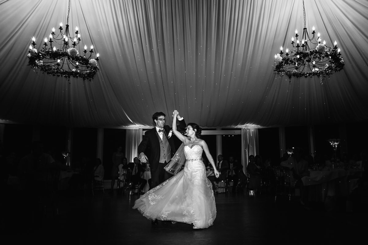 first dance chateau de Dangy jeremy fiori wedding photographer