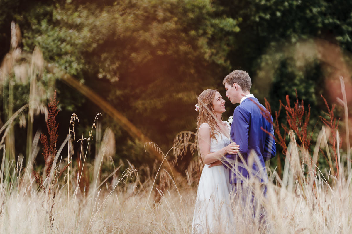 Portrait de couple nature © Jeremy Fiori wedding photographer Loire valley