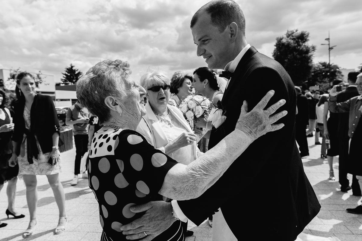 mariage à l'église saint léonard - photo : Jeremy Fiori photographe mariage angers