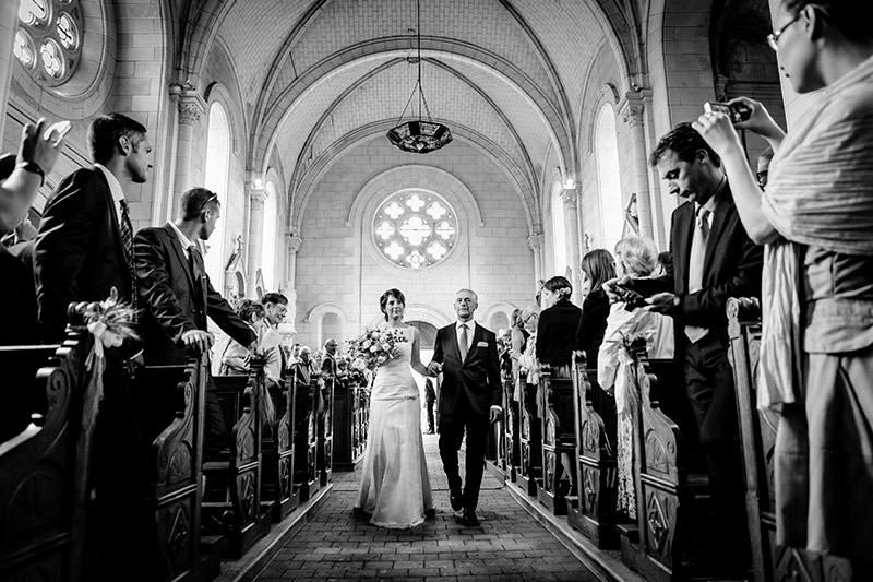 Un mariage à l'église de Corné près d'Angers - Photo : Jérémy Fiori photographe de mariage à Angers