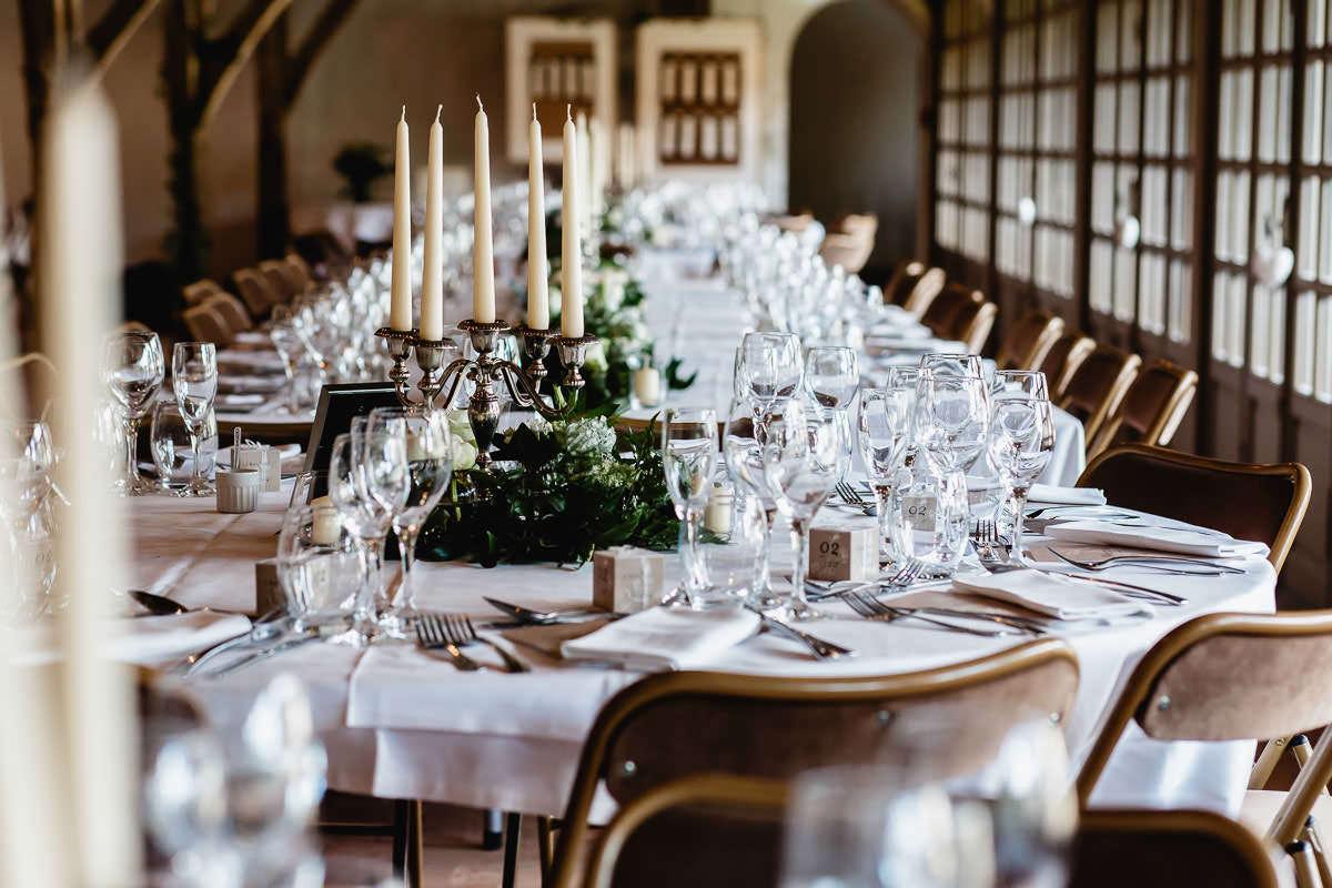 Décoration de table de l'Orangerie du château de la Perrière près d'Angers - Photo : Jérémy Fiori photographe de mariage